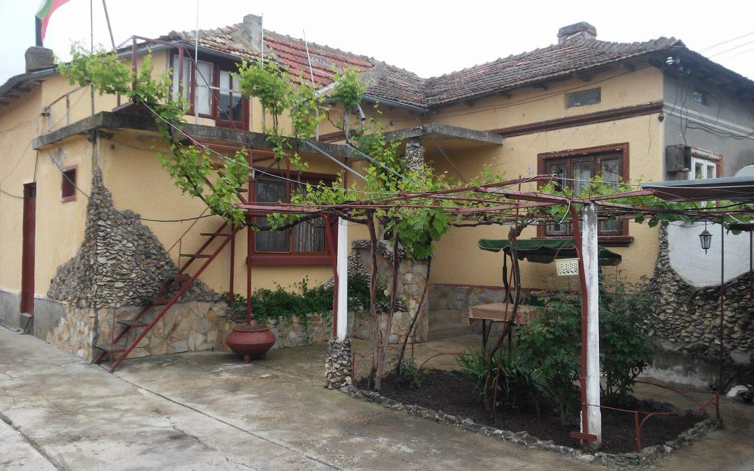 Къща на 2.км.от гр.Добрич.