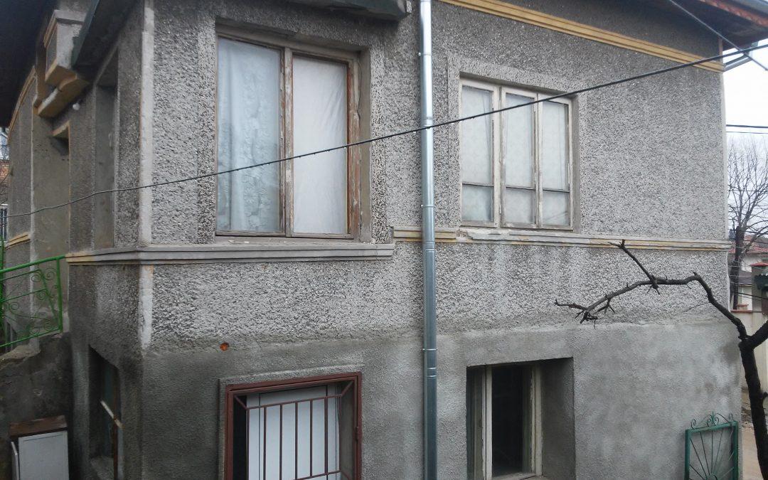 Двуетажна къща зад Агробизнесцентъра гр.Добрич