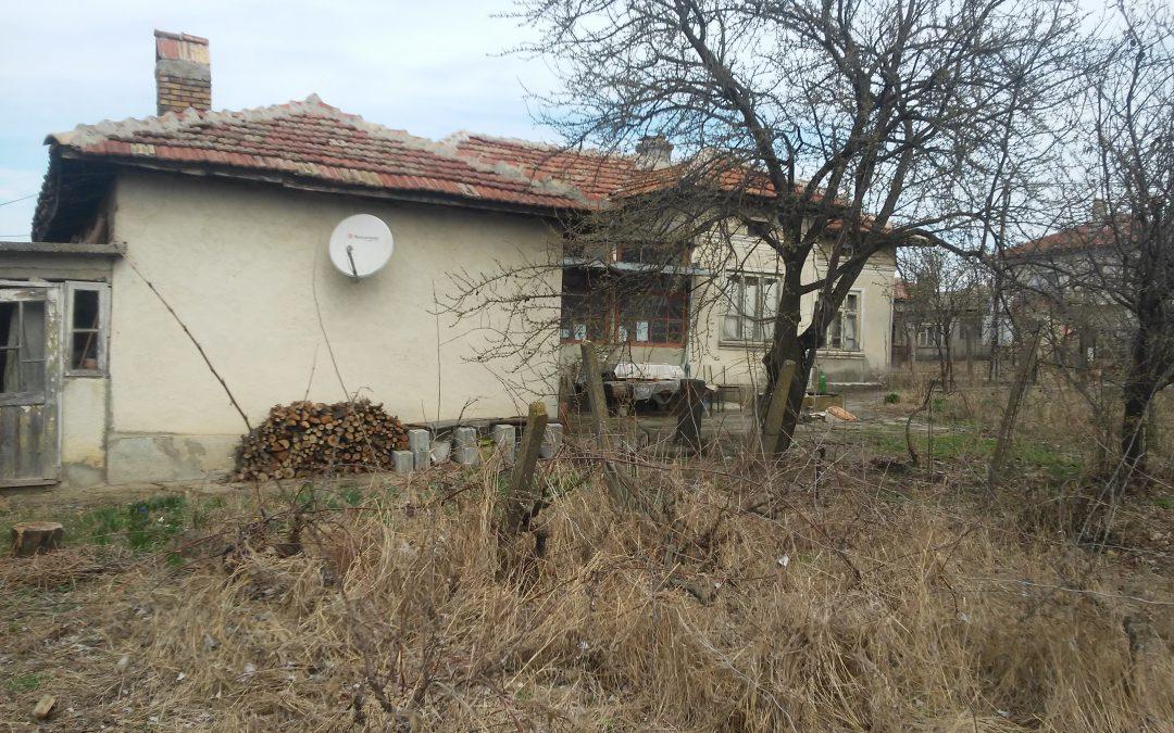 Къща в гр.Тервел със собствен двор.