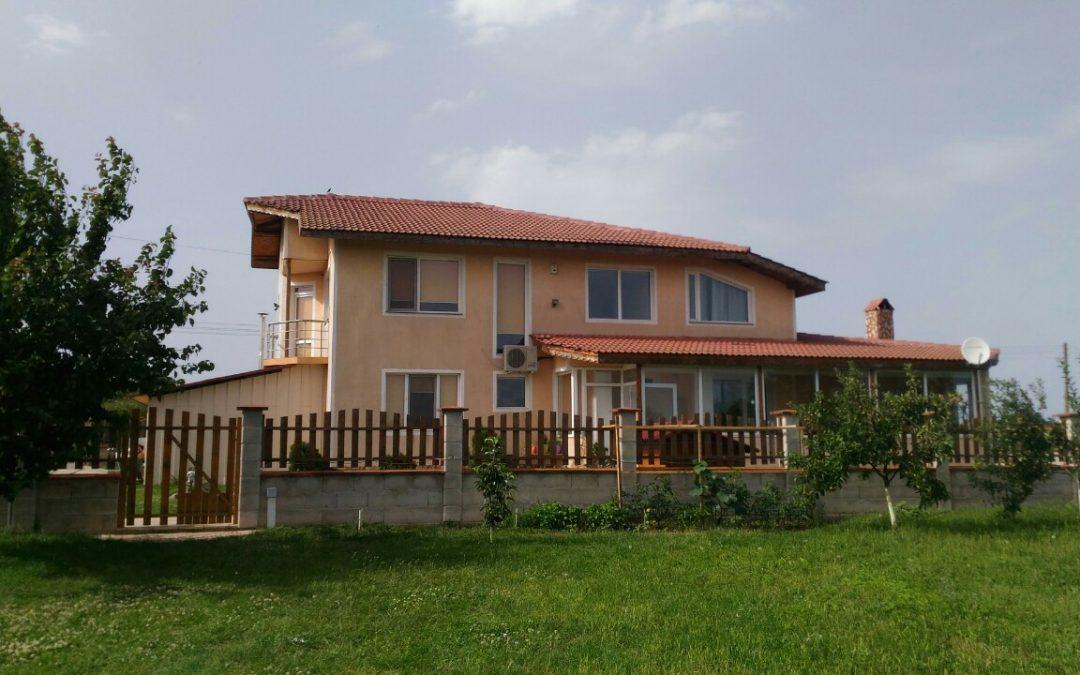 Двуетажна къща готова за нанасяне в община Генерал Тошево.