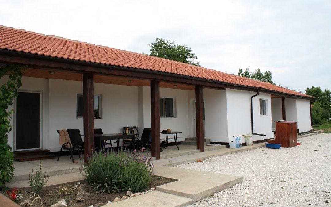 Напълно реновирана къща на 25.км.от морето.