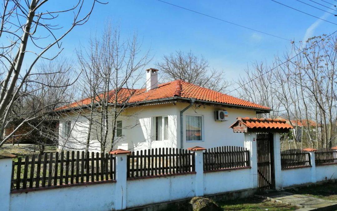 Изгодна къща на 20.км.от морето.