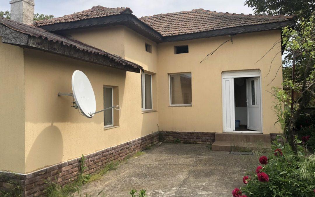 Къща отлична за нанасяне 15.км.от гр.Добрич.