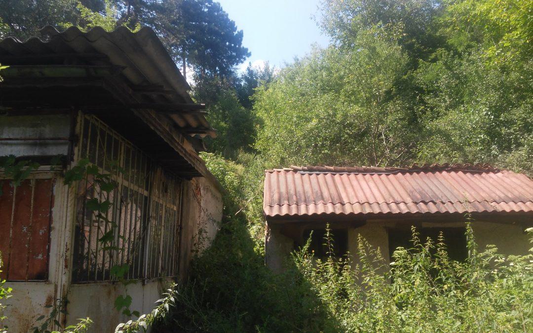 Парцел по Богдановски път в близост до градски парк.