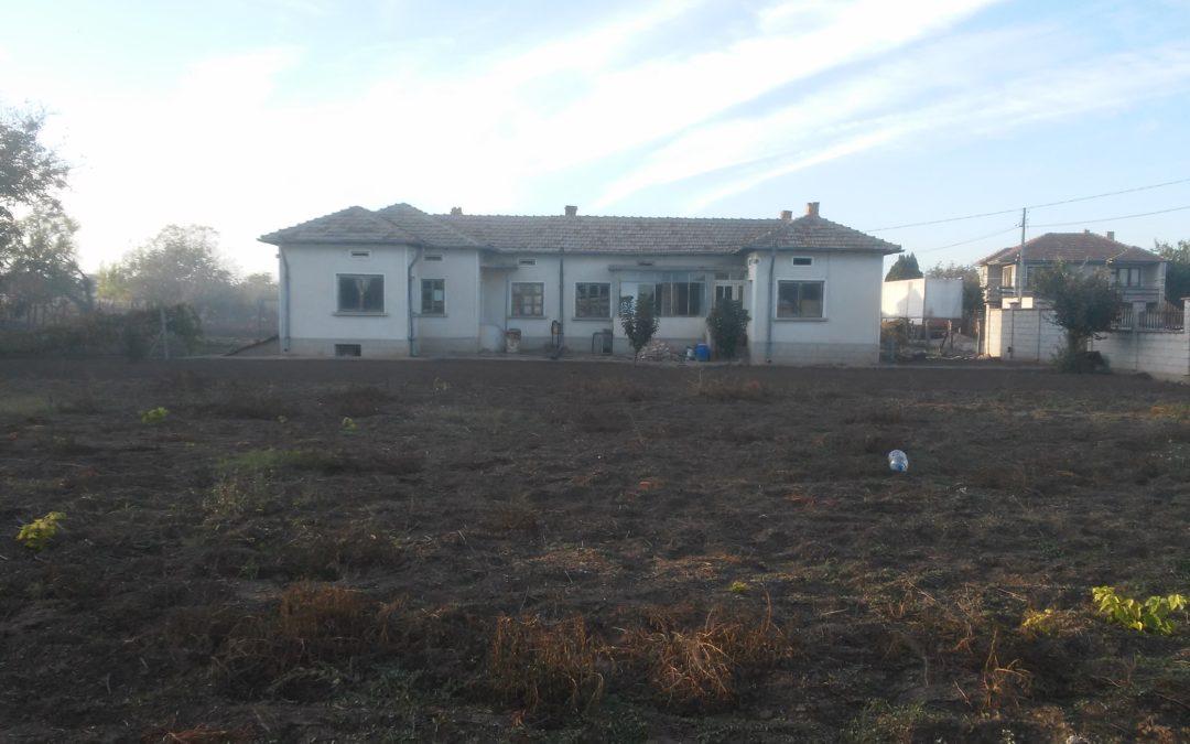 Къща на четири километра от гр.Добрич.