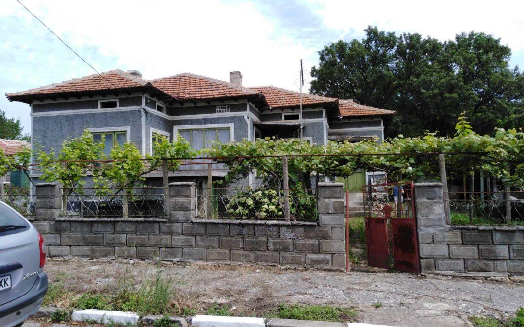 Масивна къща в с.Полковник Иваново община Добричка.10000.лв.