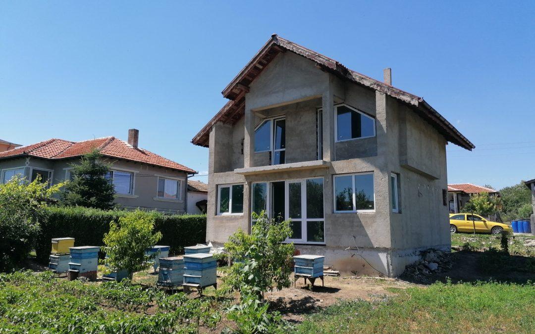 Двуетажна къща на 7.км.от морето.