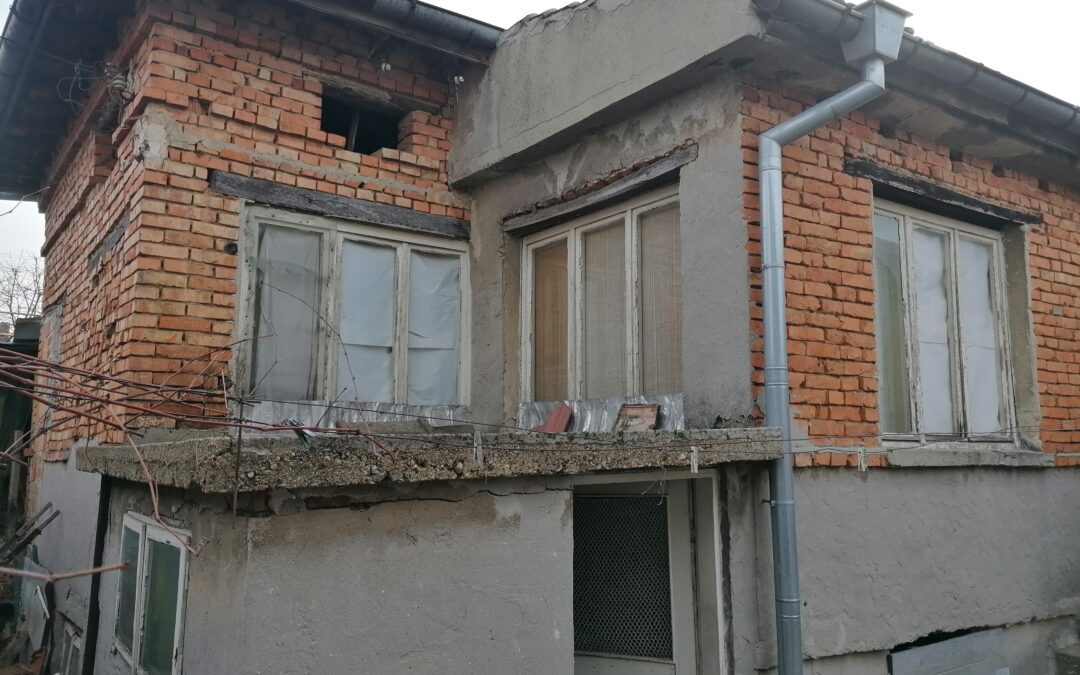 Къща в района на Втора градска поликлиника гр.Добрич.35000.лв.