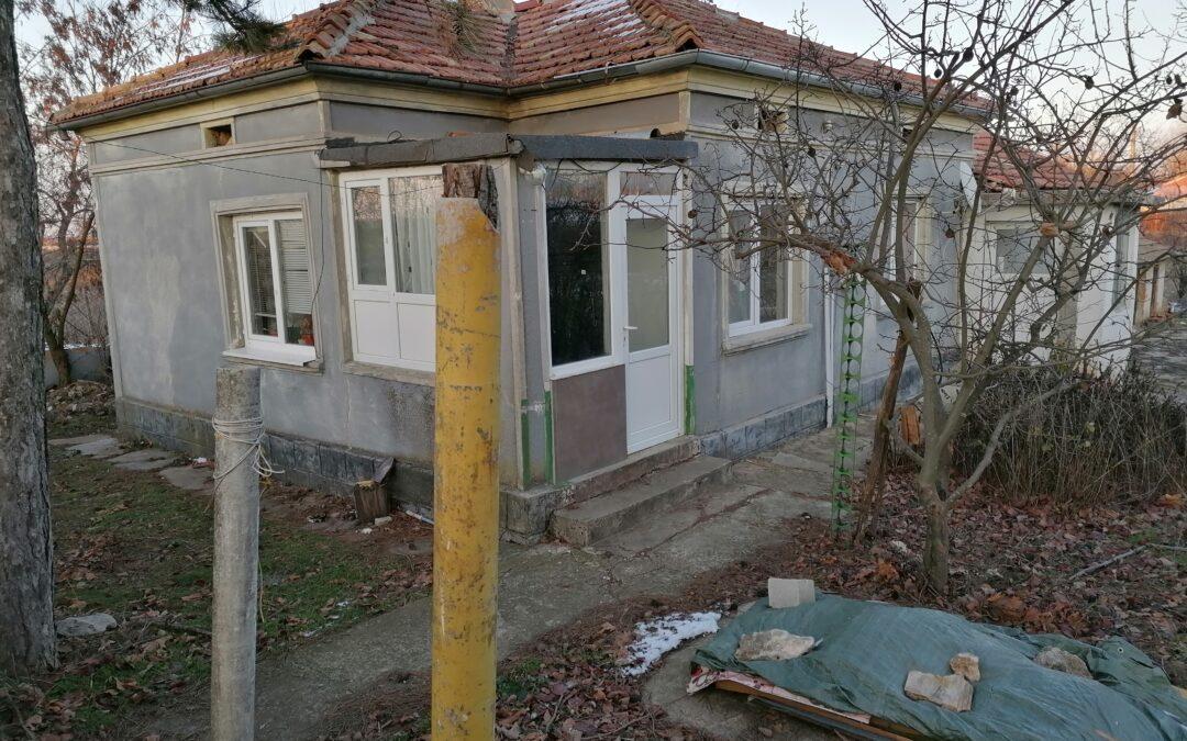Къща на 6.км.от гр.Добрич.32000.лв.