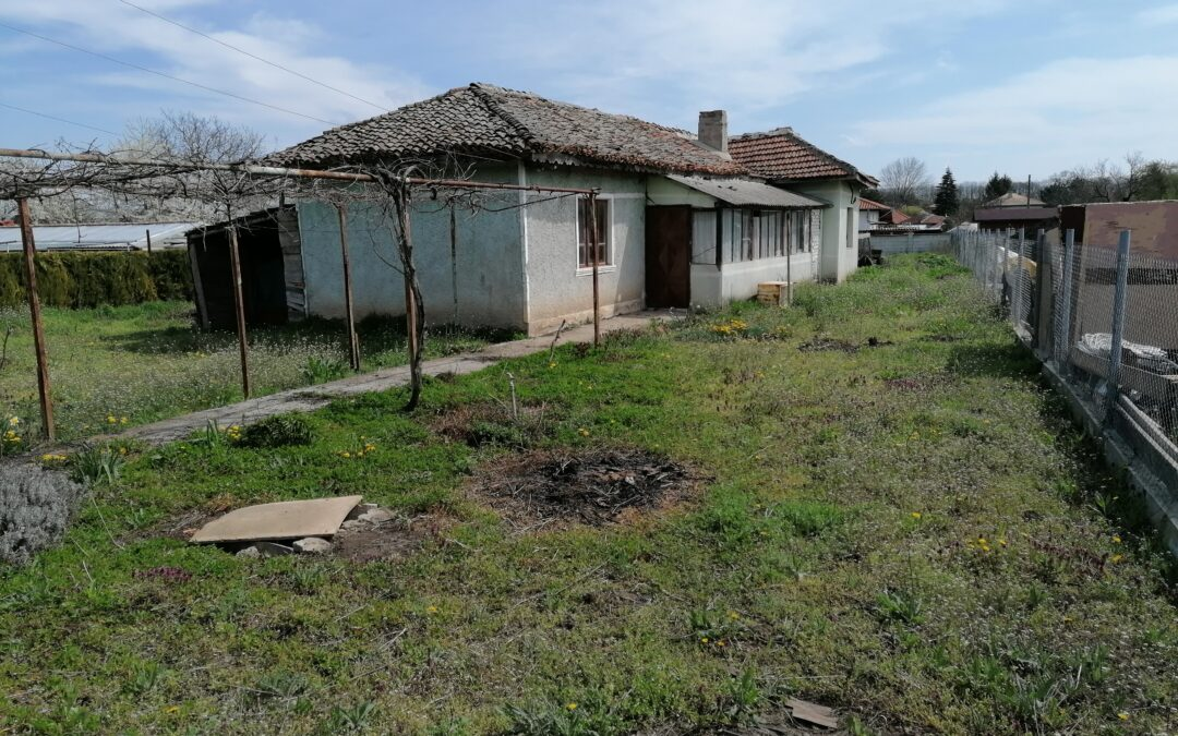 Парцел с къща на 6.км от гр.Добрич.